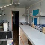 Вагон-дом кухня-столовая с тёплым переходом с техникой и мебелью
